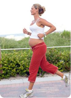 Los ejercicios para el adelgazamiento en el gimnasio para la muchacha